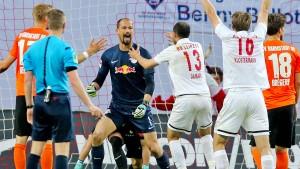 Torwart schießt Leipzig zu Last-Minute-Sieg