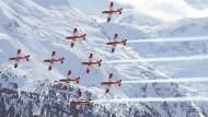 Die Fliegerstaffel zeigt rund um die WM in St. Moritz ihre Kunststücke in der Luft.