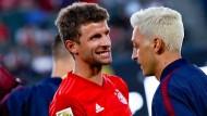 Wiedersehen in Los Angeles: die früheren Nationalspieler Thomas Müller (links) und Mesut Özil