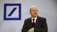 Deutsche-Bank-Chef Cryan hat schlechte Nachrichten.