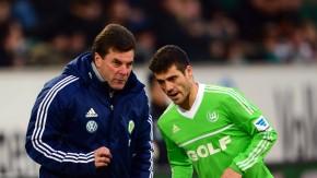 Diskussion an der Seitenlinie: Wolfsburg-Trainer Hecking mit Vieirinha