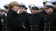 In unruhigen Gewässern: Kanzlerin Merkel besucht am Dienstag die Korvette Braunschweig, die in Kiel vor Anker liegt