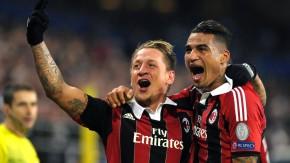 Die Milan-Kollegen wie Prince Boateng freuen sich mit dem Franzosen