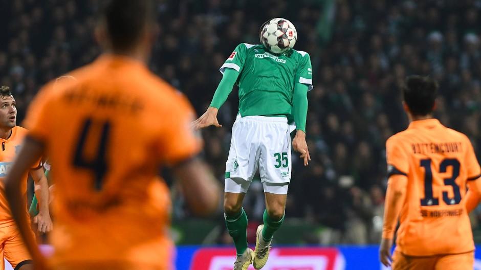 Ball statt Drohne: Das Spiel zwischen Bremen und Hoffenheim verlief ohne Zwischenfall.