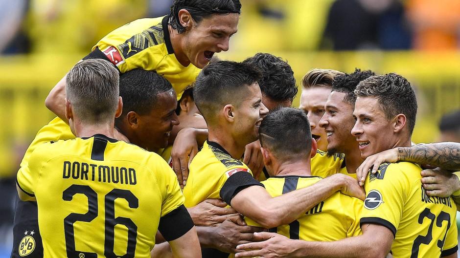 Obenauf zum Start in die Saison: Dortmund gelingt ein Kantersieg.