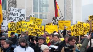 700 Menschen protestieren gegen angebliche Vergewaltigung