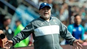 Que pasa? Maradona bleibt doch Trainer