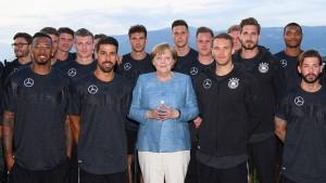 Sechsaugen-Gespräch von Merkel mit Özil und Gündogan