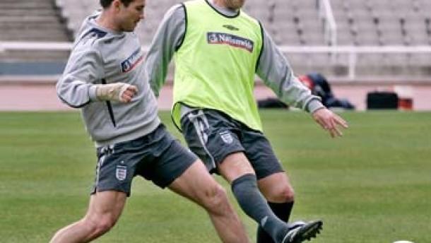 Rooney bricht Lampard das Handgelenk