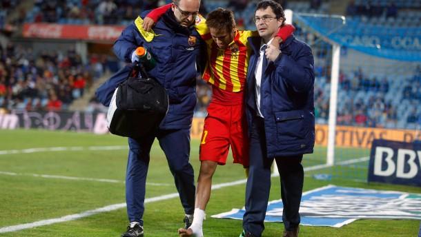 Messi trifft, Neymar verletzt