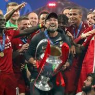 Dieses Mal ist ein Griff nach dem Pokal nicht mehr möglich: Jürgen Klopp hat mit dem FC Liverpool im Vorjahr gewonnen.