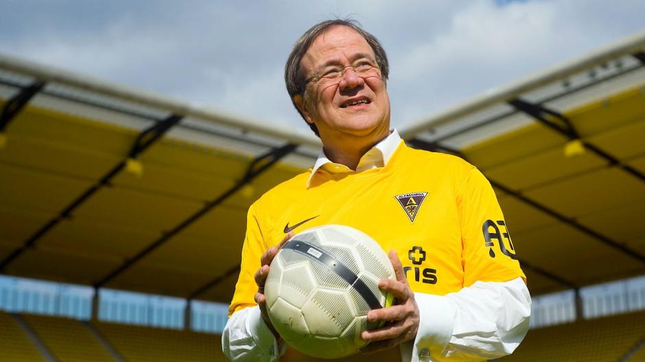 Auch wenn sich Armin Laschet als Fußball-Fan zeigt: Sport kommt im Union-Programm nur als Anhängsel vor