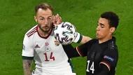 Tanzt den Gegner aus: Jamal Musiala (rechts) gegen Ungarn