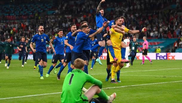 Italien besiegt England im Finale der Fußball-EM