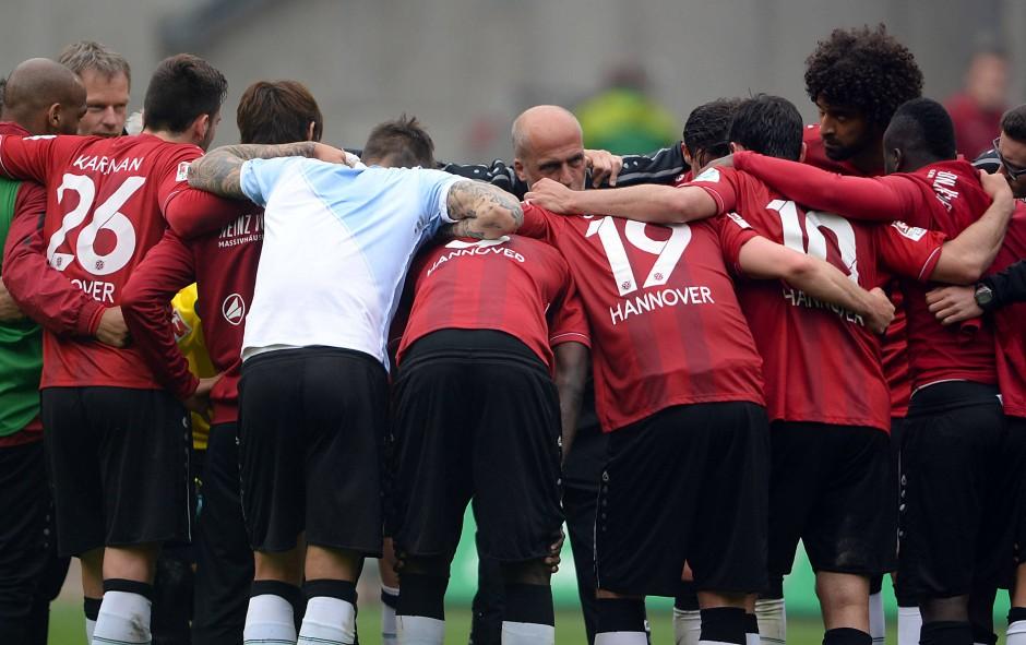 Geschlossenheit zumindest auf dem Rasen: Hannover 96 nach der Niederlage gegen Hoffenheim