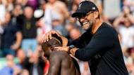 Sah gleich mehrere Traumtore: Liverpool-Trainer Jürgen Klopp beim Spiel gegen Newcastle, links daneben Doppeltorschütze Sadio Mané