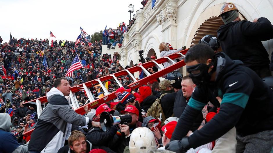 Trauriger Tag für die amerikanische Demokratie: Trump-Anhänger stürmen das Kapitol.