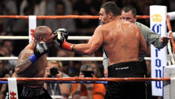 Klitschko verteidigt Titel durch technischen K.o.
