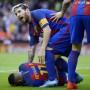 Und plötzlich lag Barcelona-Star Neymar in Valencia nach dem Turjubel am Boden.