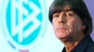 Ich plane ohne euch die Qualifikation und die EM: Bundestrainer Joachim Löw zu Hummels, Boateng und Müller.
