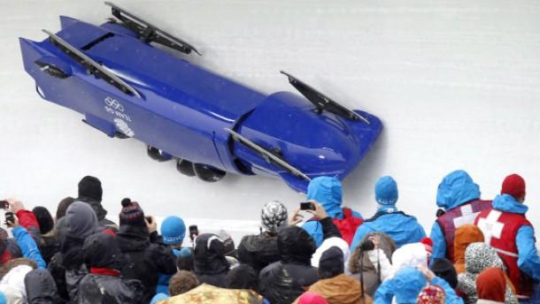 Die Farce im Eiskanal