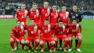 Lee Casciaro (unten links) und die Fußballnationalmannschaft von Gibraltar: Halbprofis und Hobbyspieler