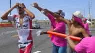 Wasser marsch: Jan Frodeno und die kurze Abkühlung beim Ironman.