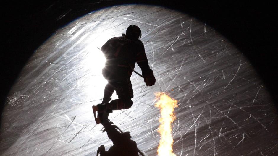 Der israelische Eishockey-Profi Eliezer Sherbatov wehrt sich gegen Kritik. (Symbolbild)