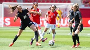 Zäher Kampf: Gegen Chile kommen die deutschen Frauen nicht über ein 0:0 hinaus.