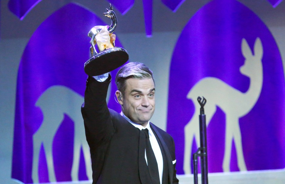 robbie williams sucht arbeit in deutschland. Black Bedroom Furniture Sets. Home Design Ideas