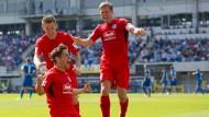 Endlich der erste Sieg: Michael Görlitz bejubelt seinen Treffer für die Arminia