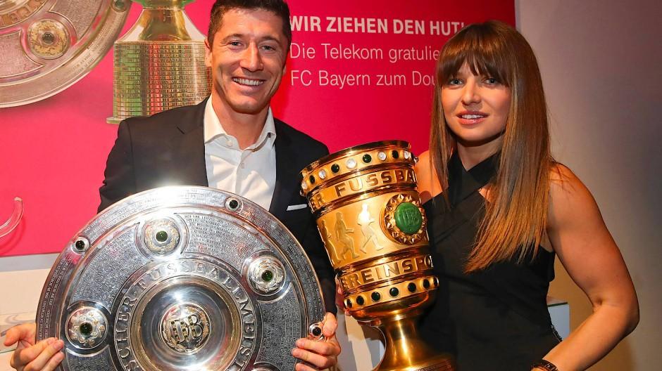 Aktuell in den Händen des FC Bayern: Anna Lewandowski (rechts) mit Mann und Münchner Stürmer Robert