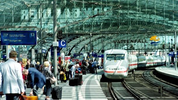 Es gibt mehr Probleme als Bahnhöfe und Flughäfen
