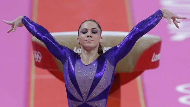 sexueller-missbrauch-im-sport-amerikanische-turn-olympiasiegerin-klagt-teamarzt-an