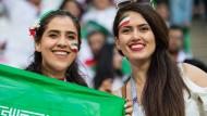 Spiele von Irans Männer-Team können Frauen vor allem nur im Ausland, wie hier bei der WM 2018, sehen.