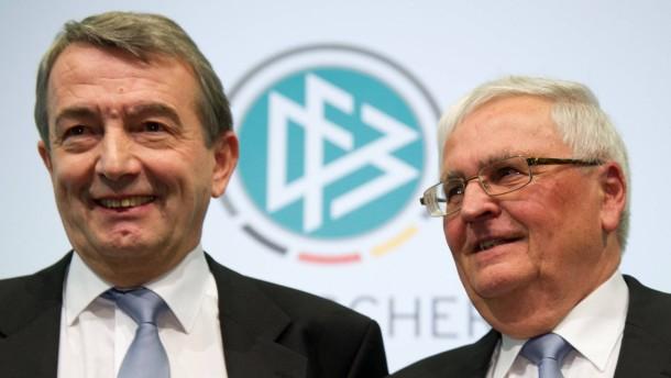 Der neue und der alte DFB-Präsident: Wolfgang Niersbach und Theo Zwanziger (rechts)