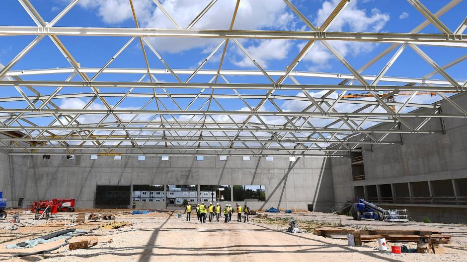 Groß denken: Die Sporthalle der DFB-Akademie nimmt Formen an.