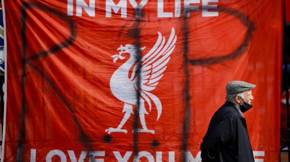 Fans in Liverpool verabschieden sich von ihrem Klub: Die Kritik an einer Super League ist laut.
