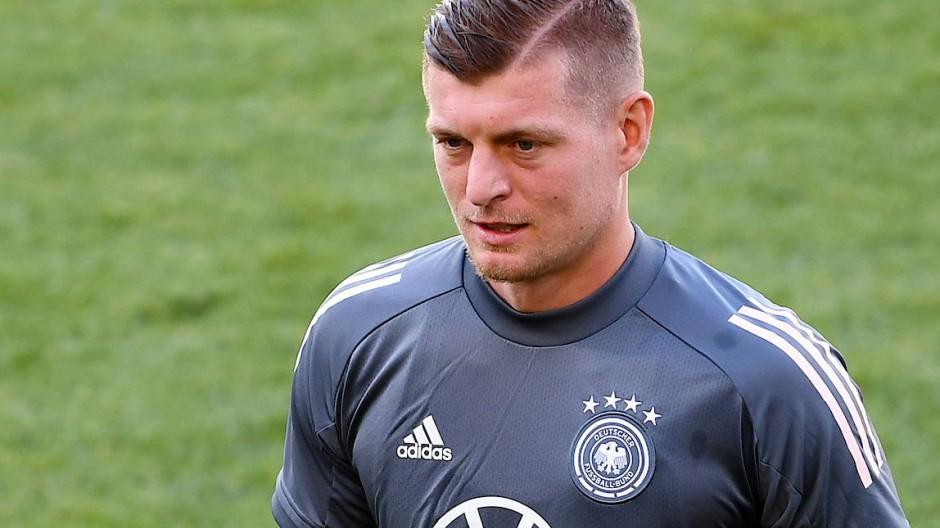 Bereit für die Fußball-EM: Toni Kroos hat eine Corona-Erkrankung hinter sich.