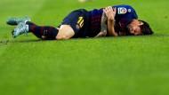 Lionel Messi zog sich einen Bruch des Arms zu und fällt vorerst aus.