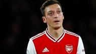 Mesut Özil darf wieder spielen, Arsenal verliert dennoch.