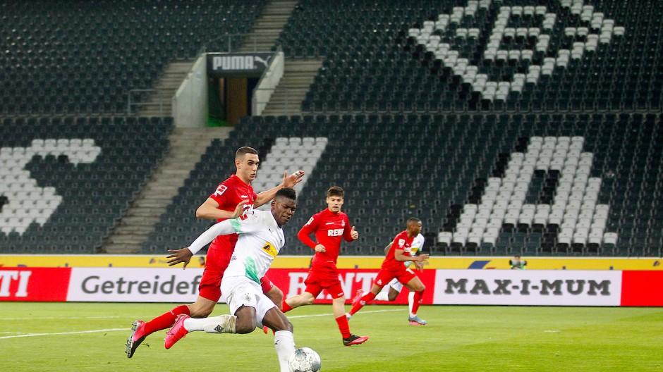 Ab 8. Mai wieder ohne Zuschauer? Wie das Spiel Mönchengladbach gegen Köln am 11. März soll die Bundesliga mit Geisterspielen fortgesetzt werden.