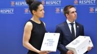 Bewerbungsunterlagen für die EM 2024: Übergabe durch DFB-Integrationsbotschafterin Celia Sasic und Ehrenspielführer Philipp Lahm