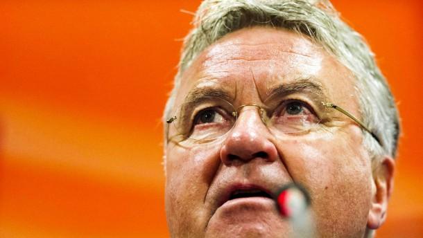 Hiddink und Holland in Not