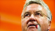 Hiddink und Holland in Not