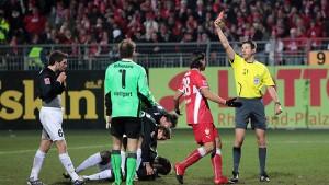 Triumph für Bayern - Rot für Lehmann - Rekord für Hannover