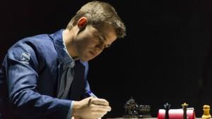 Auch fünfte Partie der Schach-WM endet remis