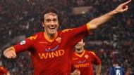 Luca Toni brachte den AS Rom mit einem Kopfballtor bis auf einen Punkt an die Spitze heran