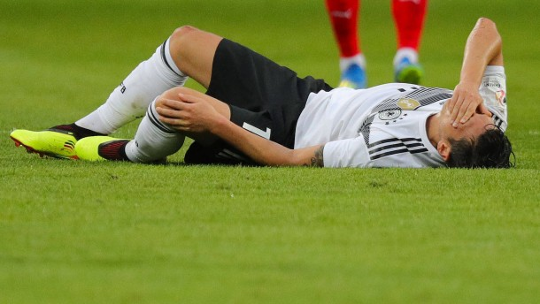 Frust bei Neuer – Özil trifft und taucht ab
