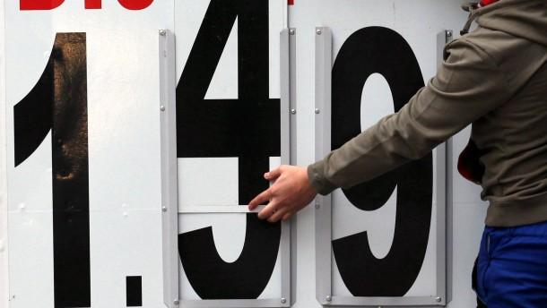 Autofahrer tanken teuer